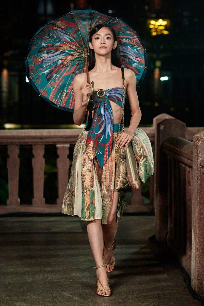 модный топ с узором и юбка
