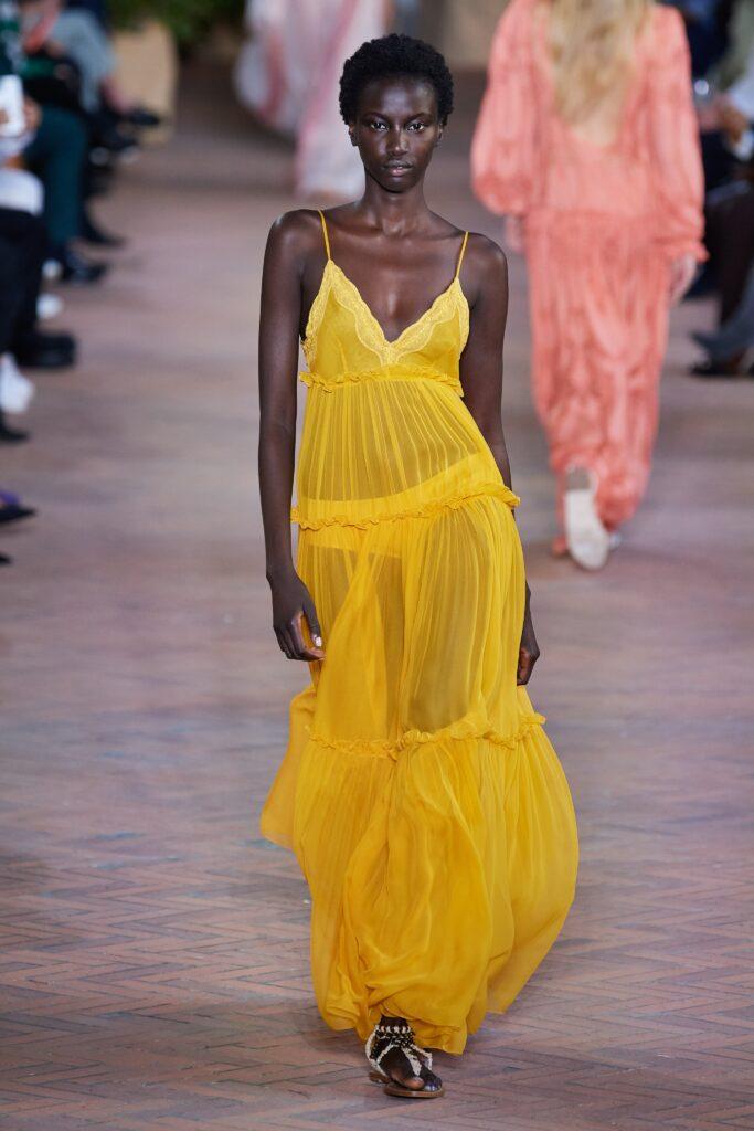 желтое прозрачное платье