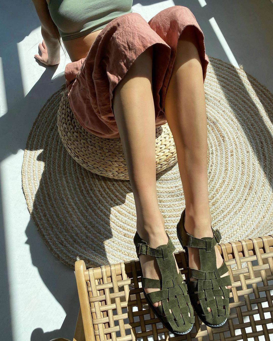 модная обувь лето 2021 на низком ходу плоская подошва без каблука женская босоножки сандалии рыбацкие рыбака дедушкины замша зеленые