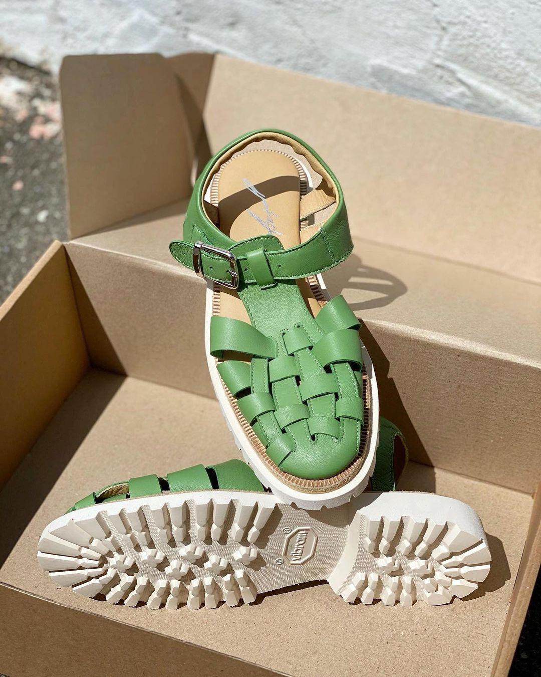 модная обувь лето 2021 на низком ходу плоская подошва без каблука женская босоножки сандалии рыбацкие рыбака дедушкины кожаные зеленые