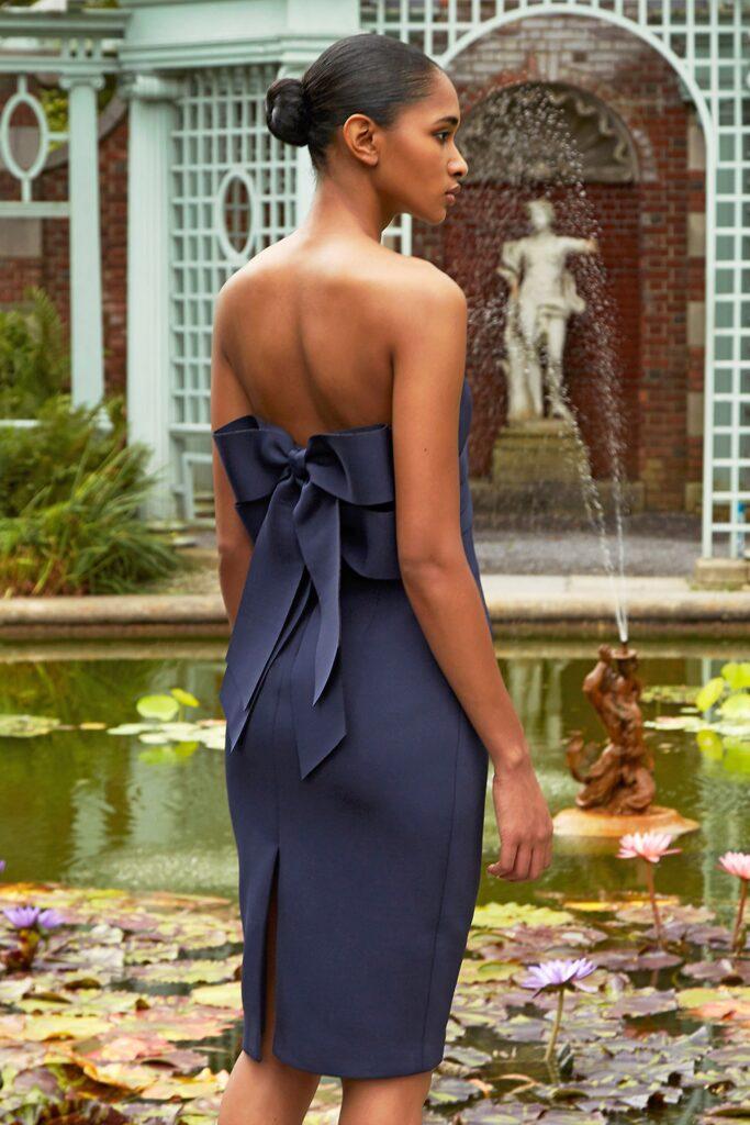 вечернее платье с обнаженными плечами