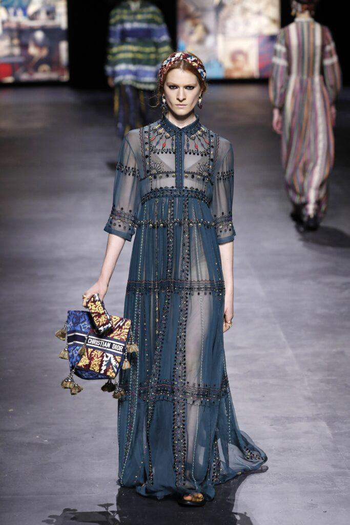 стиль бохо-шик 2021 платье прозрачное макси синее вышивка