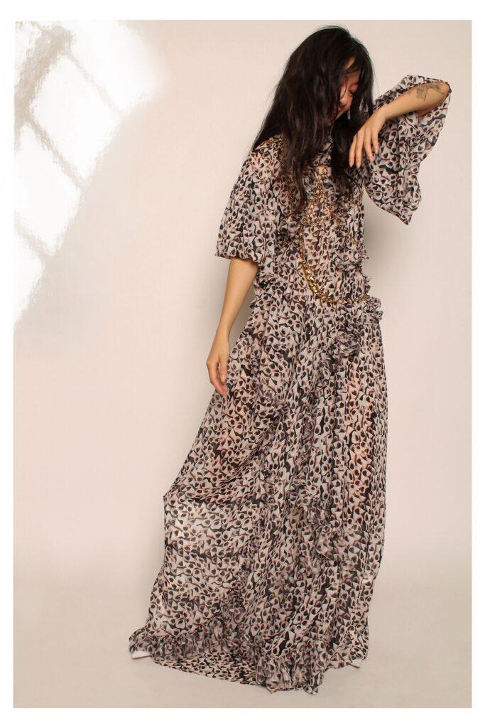 стиль бохо-шик 2021 платье макси оборки принт черное белое