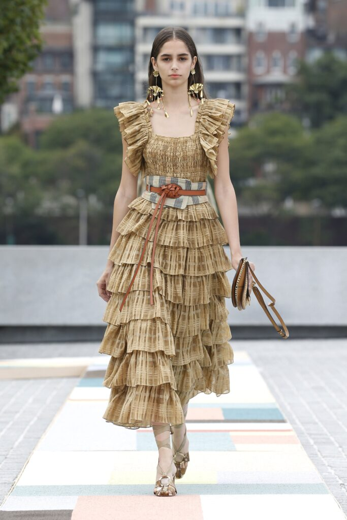 стиль бохо что такое мода лето 2021 как носить платье миди оборки воланы