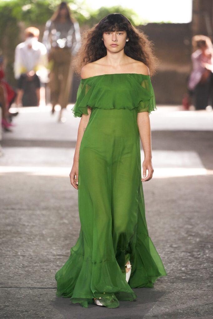 прозрачное платье с открытыми плечами