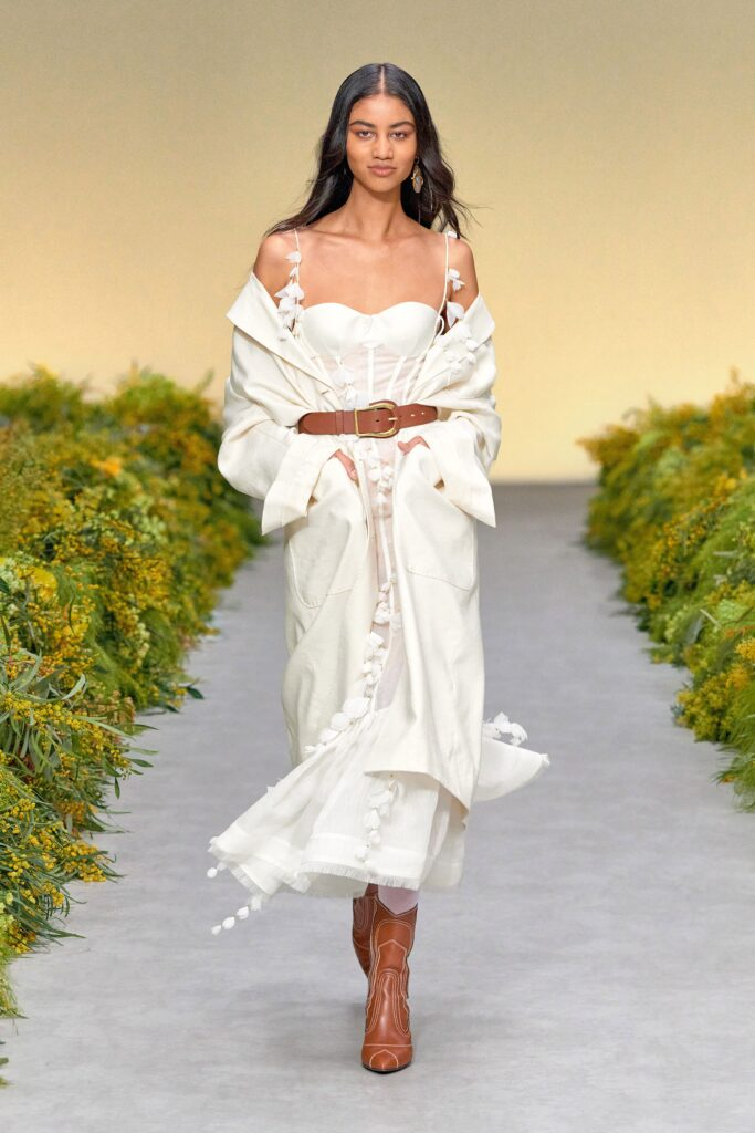 стиль бохо что такое мода лето 2021 как носить платье миди белое воланы корсет