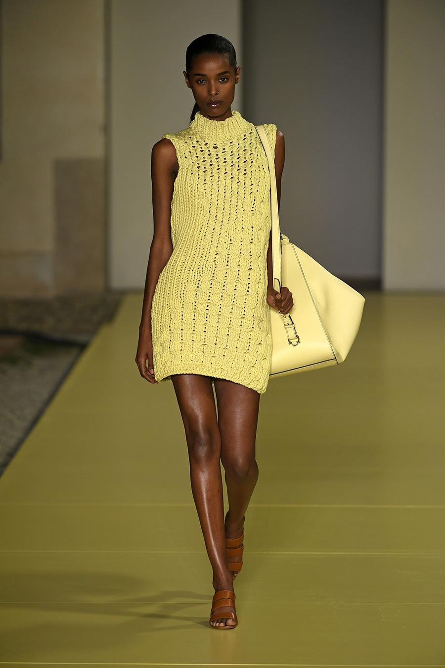 мини-платье модное лето 2021 короткое вязаное кроше желтое