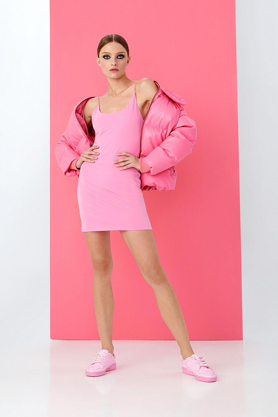 мини-платье модное лето 2021 короткое минимализм розовое