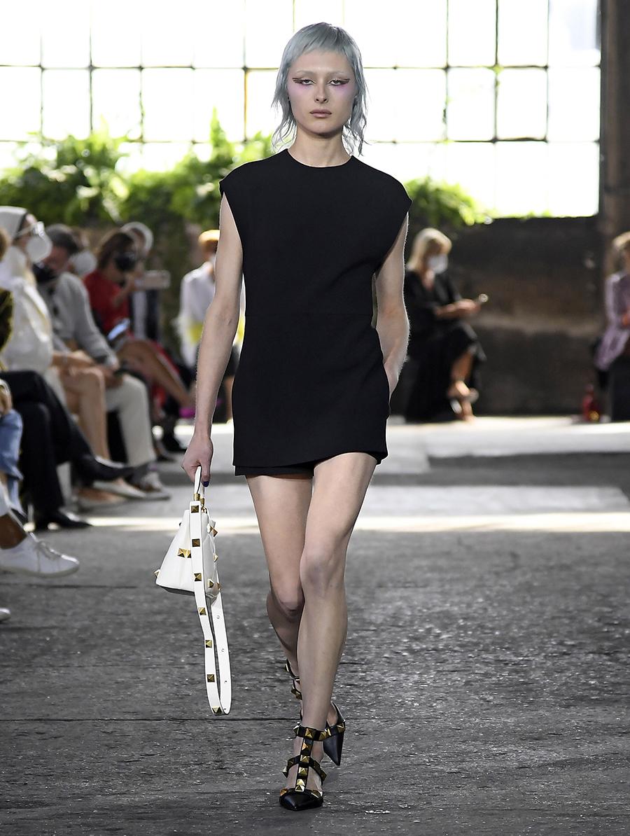 мини-платье модное лето 2021 короткое минимализм черное