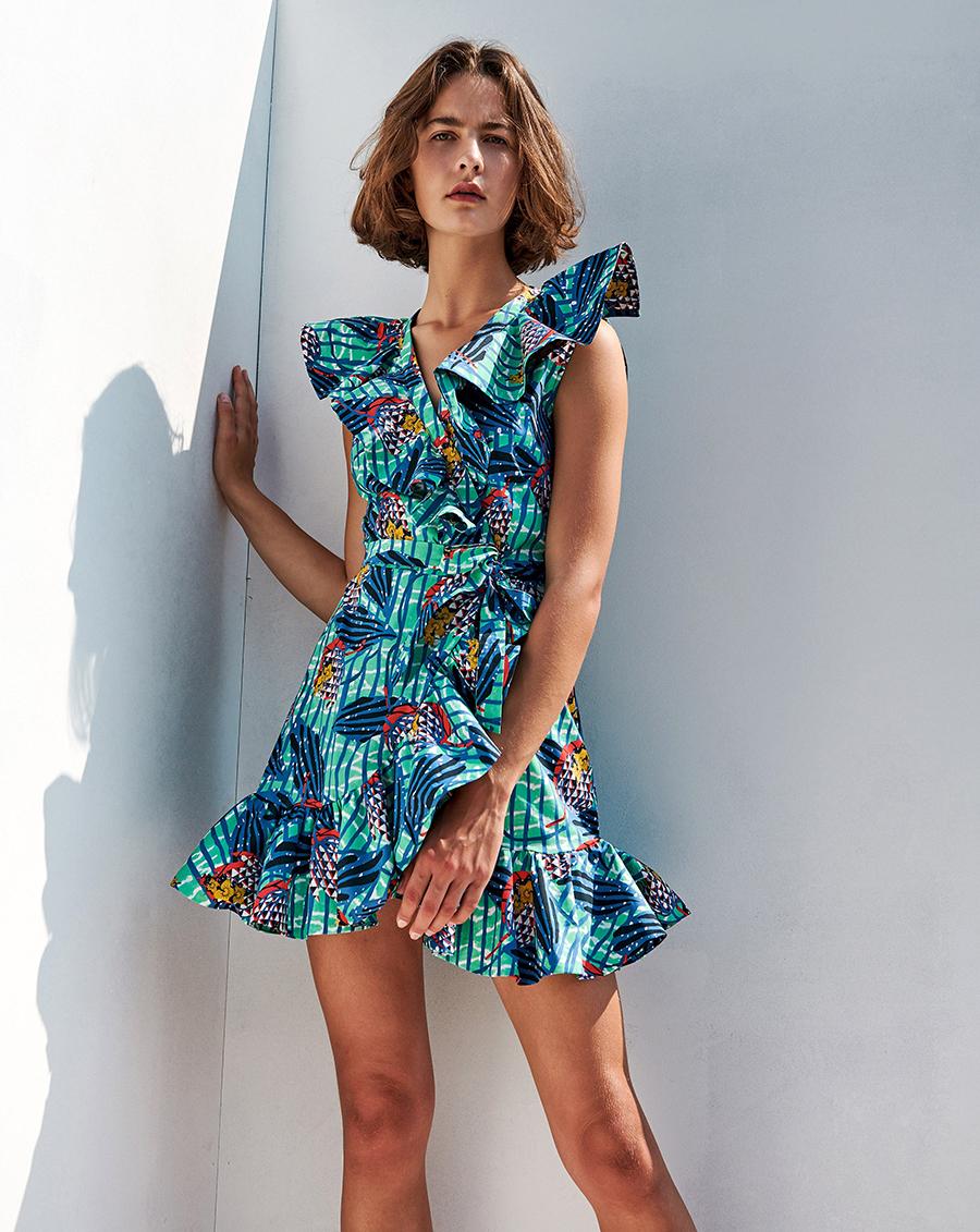 мини-платье модное лето 2021 короткое с оборками синее голубое