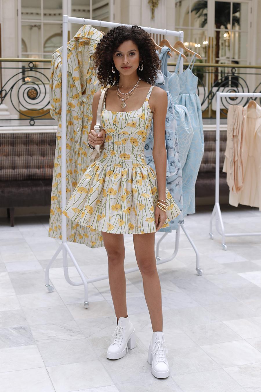 мини-платье модное лето 2021 короткое пышная юбка принты