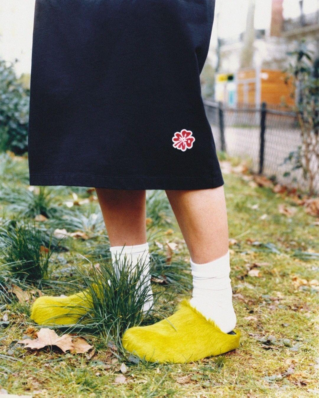 модная обувь лето 2021 на низком ходу плоская подошва без каблука женская клоги желтые мех