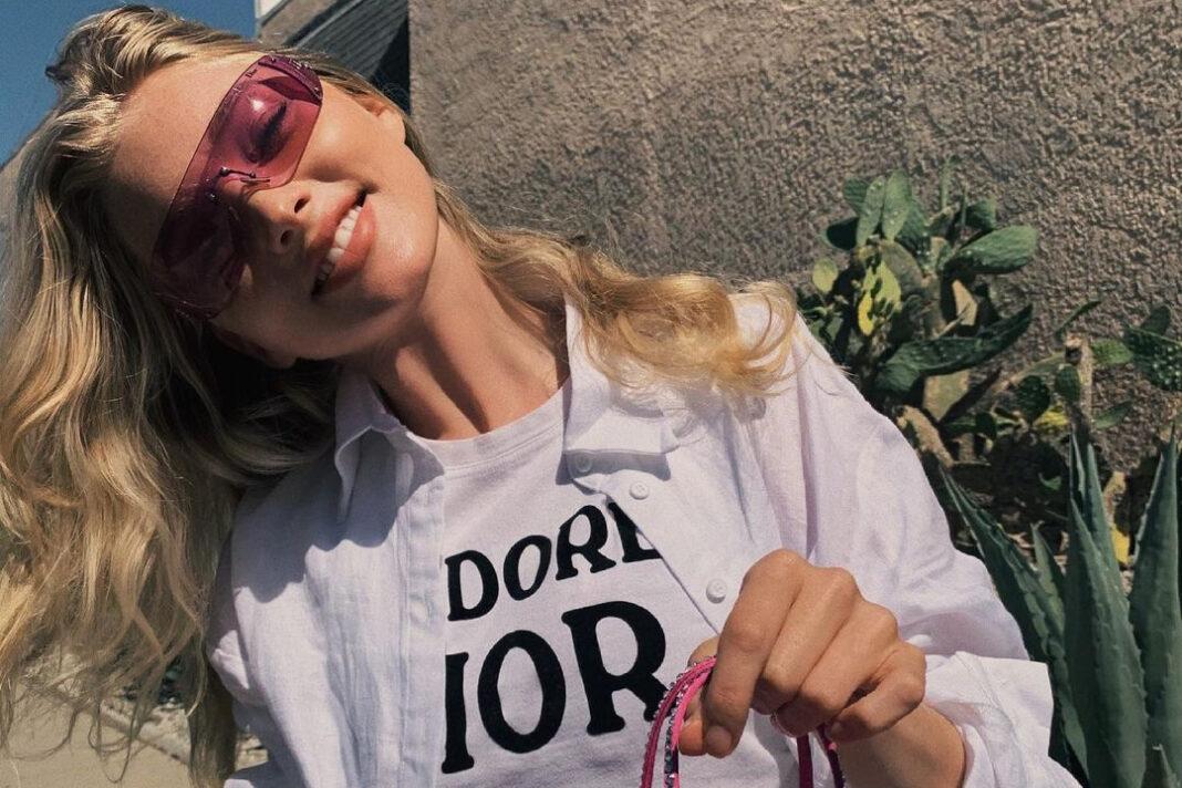 модныето 2021 тренд цветные розовыее очки л
