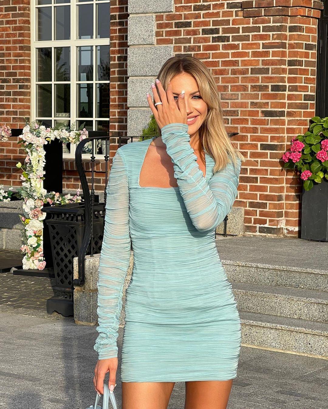 леся никитюк модное голубое платье мини лето 2021