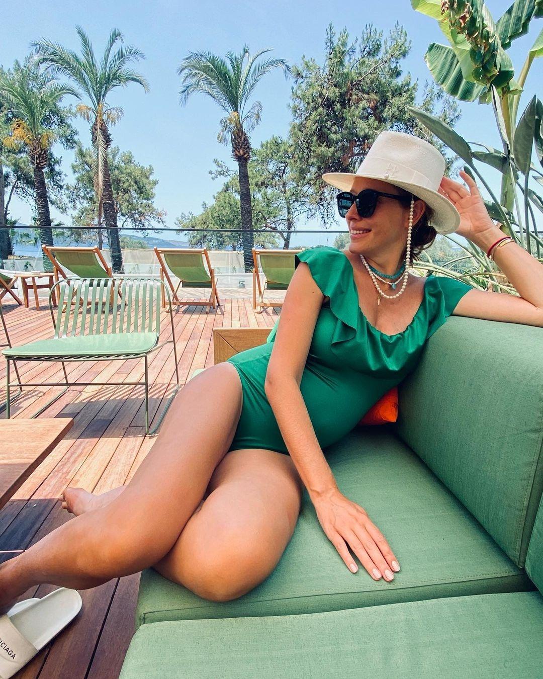 соня плакидюк купальник монокини сдельный слитный лето 2021 модный черный оборка