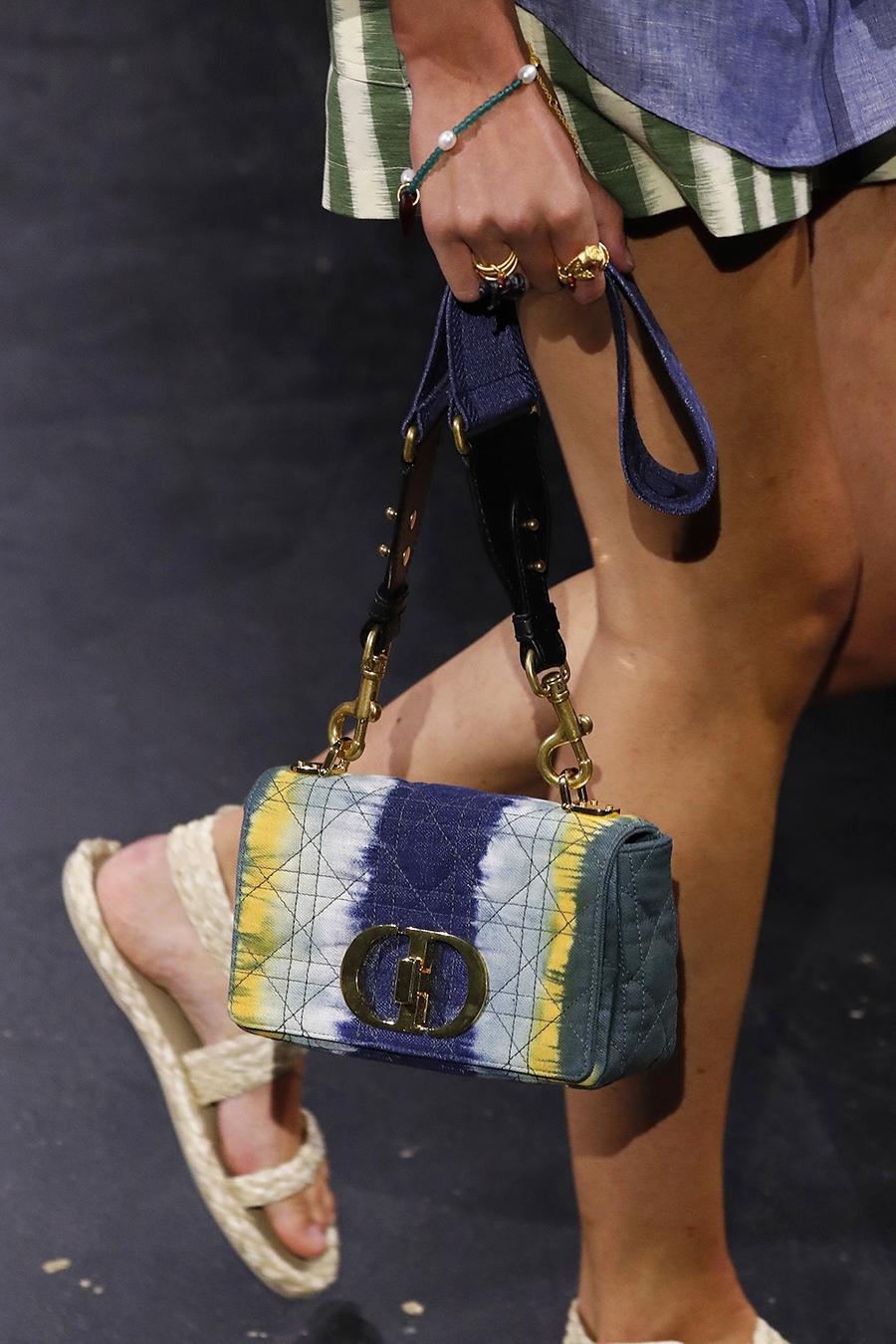 модная женская сумка лето 2021 клатч тоут шоппер пауч кожаная разноцветная серая синяя белая желтая черная тайдай