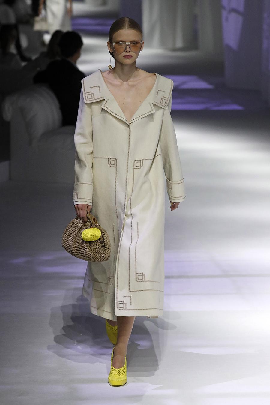 модная женская сумка лето 2021 клатч тоут шоппер пауч вязаная макраме коричневаябежевая