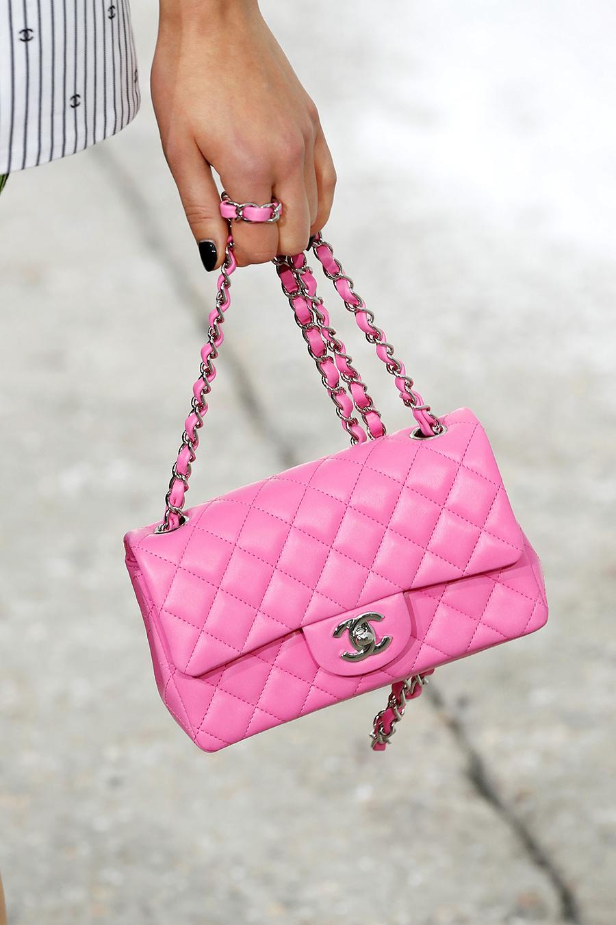 модная женская сумка лето 2021 клатч тоут шоппер пауч кожаная розовая стеганая на цепочке шанель