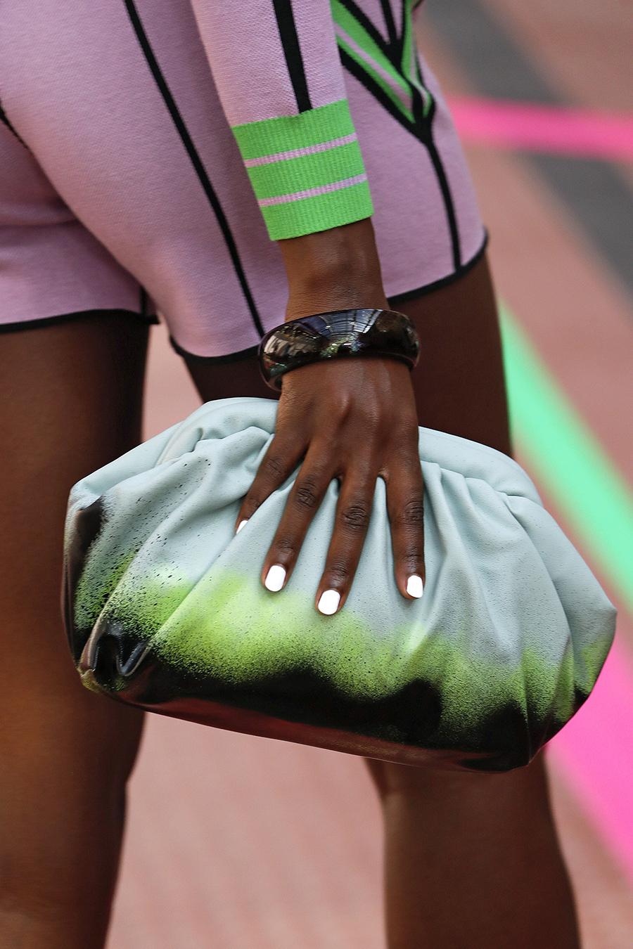 модная женская сумка лето 2021 клатч тоут шоппер пауч кожаная разноцветнаясерая зеленая черная тайдай