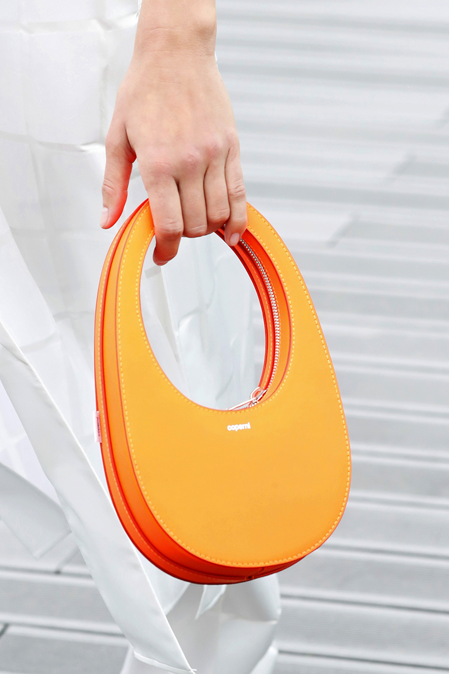 модная женская сумка лето 2021 клатч тоут шоппер пауч кожаная круглая оранжевая