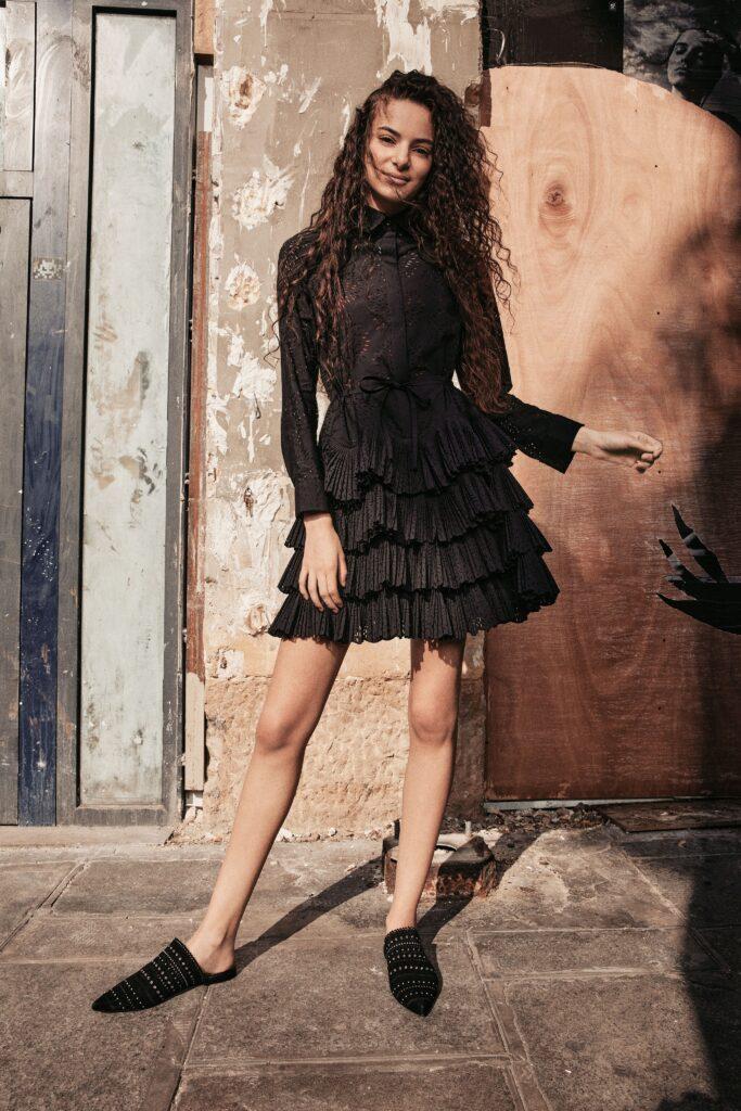 маленькое черное платье короткое мини соборками плиссировка кружево с длинным рукавом
