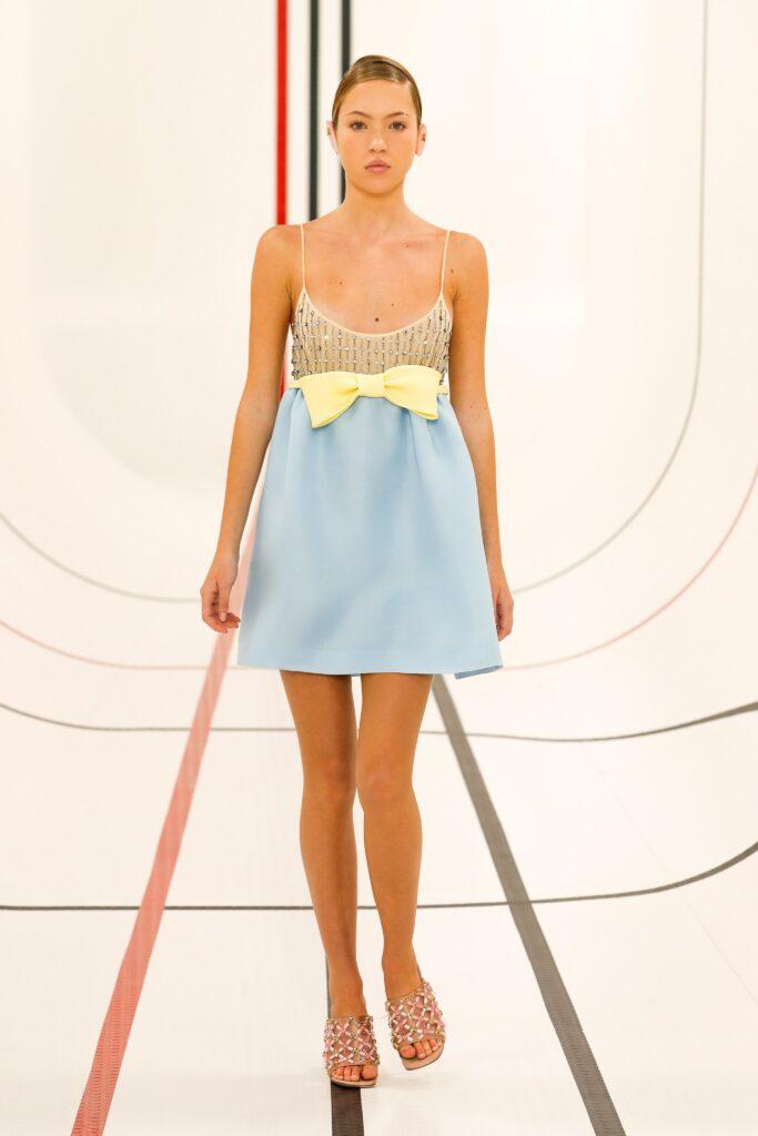 модное платье кукольное беби долл baby doll короткое пышное лето 2021 голубое высокая талия