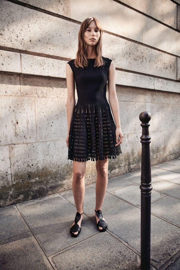 маленькое черное платье короткое мини с перфорацией