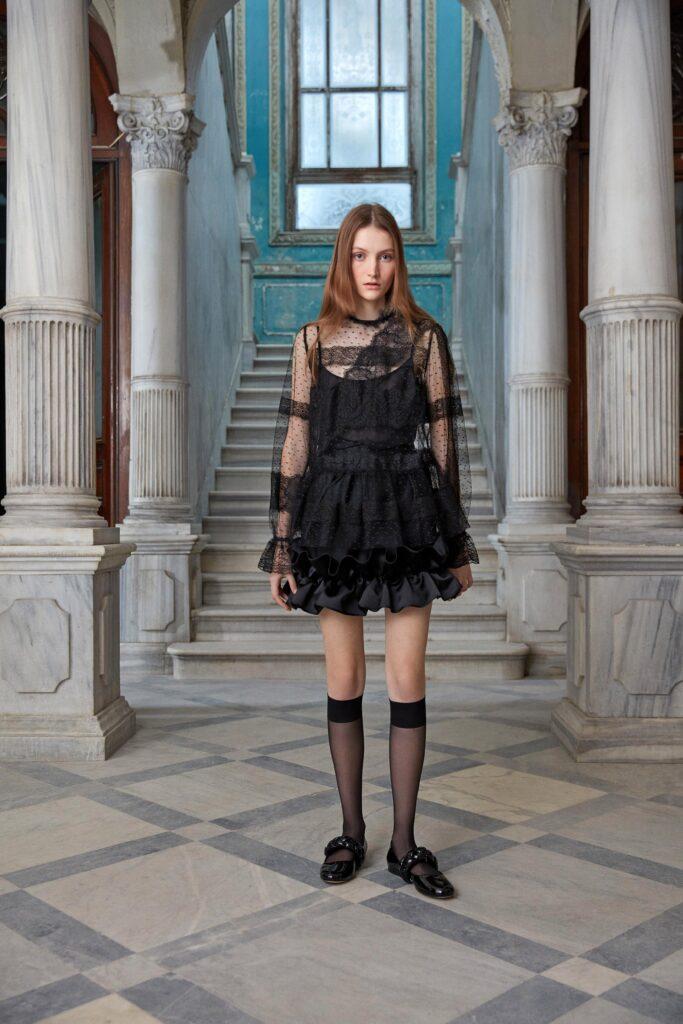 маленькое черное платье короткое мини узкое кружевное прозрачное с длинным рукавом