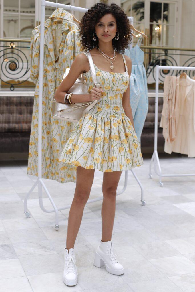 модное платье кукольное беби долл baby doll короткое пышное лето 2021белое желтое цветы