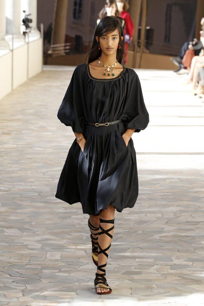 маленькое черное платье короткое мини длинный пышный рукав