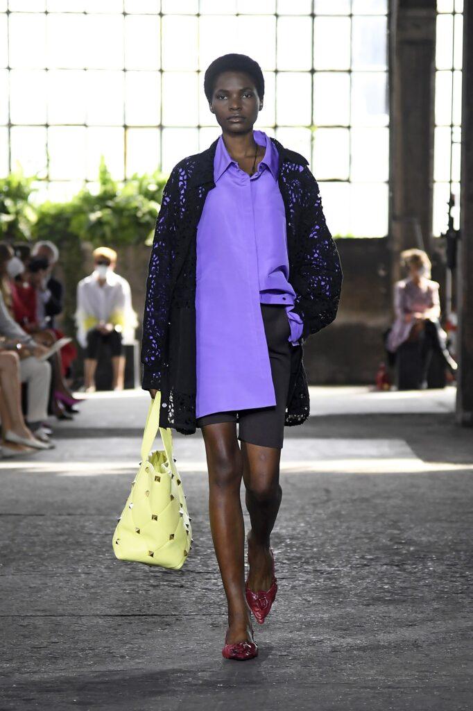 модная рубашка на лето 2021 маскулинная мужская оверсайз фиолетовая