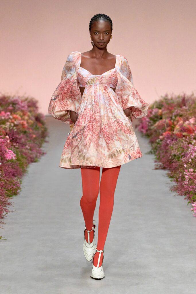 модное платье кукольное беби долл baby doll короткое пышное лето 2021 розовое белое цветы