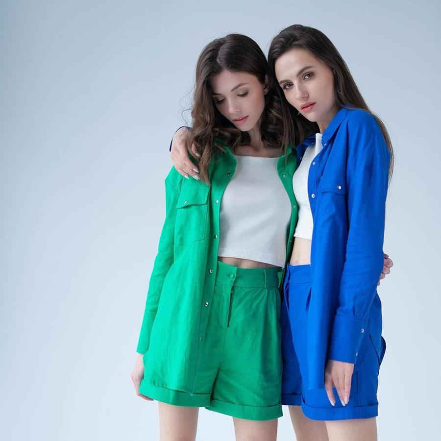 модный костюм лен льняной шорты жакет пиджак рубашка голубой зеленый боттега изумрудный