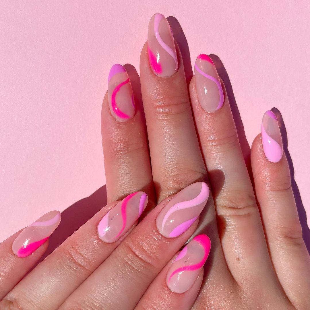 модный маникюр розовый лак лето 2021 нейл арт дизайн волны