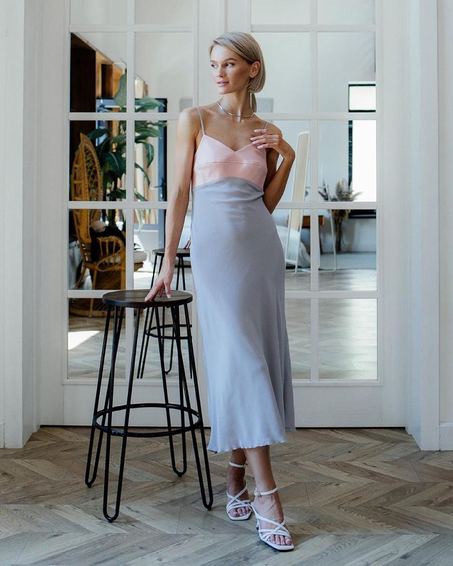 самые модные платья комбинации в бельевом стиле украинские бренды лето 2021 миди сарафан серое розовое