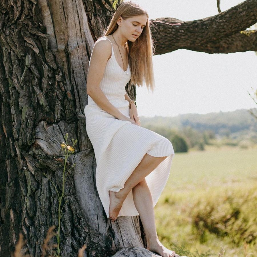 самые модные платья комбинации в бельевом стиле украинские бренды лето 2021 миди сарафан трикотажное белое