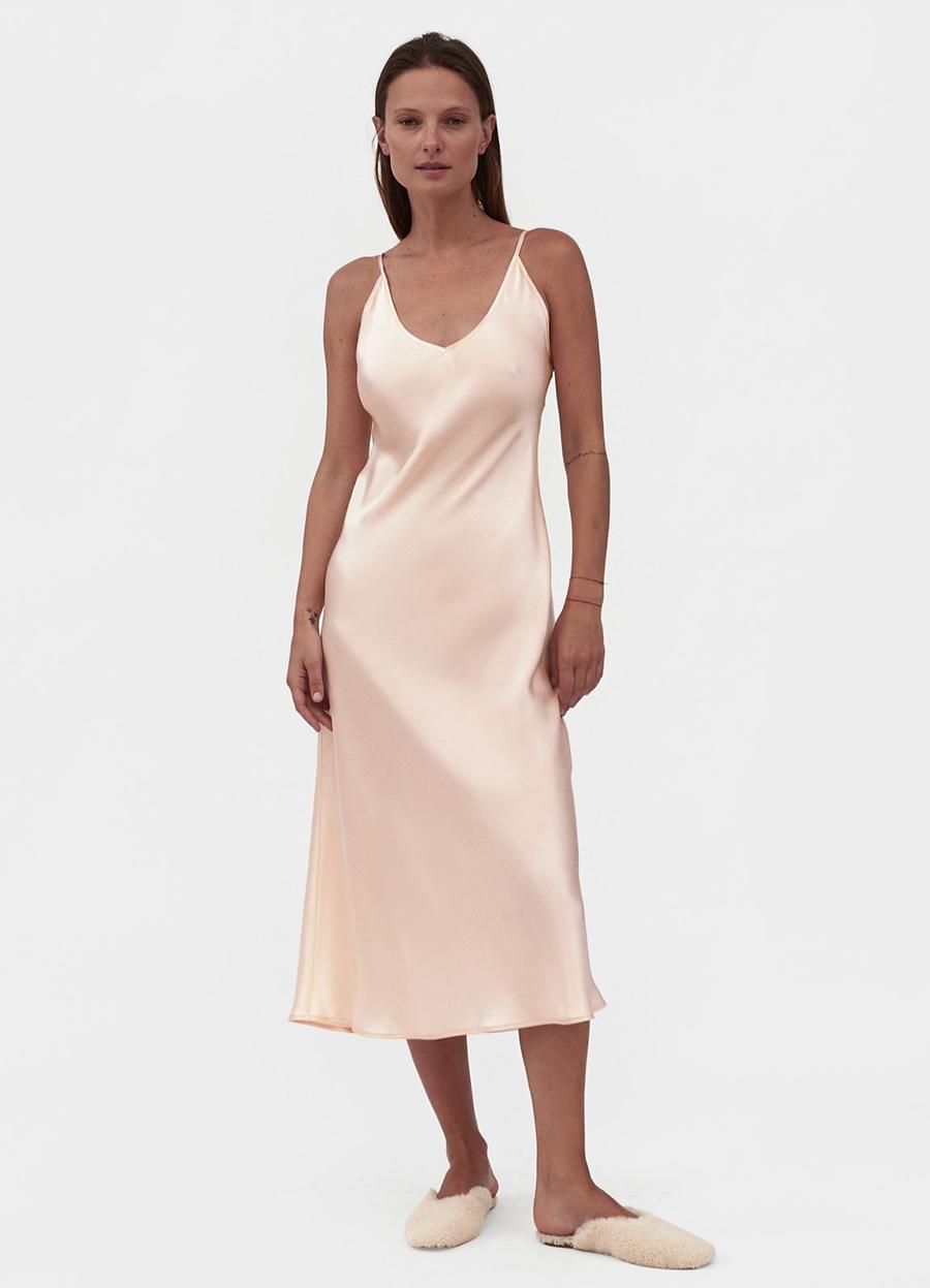 самые модные платья комбинации в бельевом стиле украинские бренды лето 2021 миди шелковое сарафан розовое бежевое