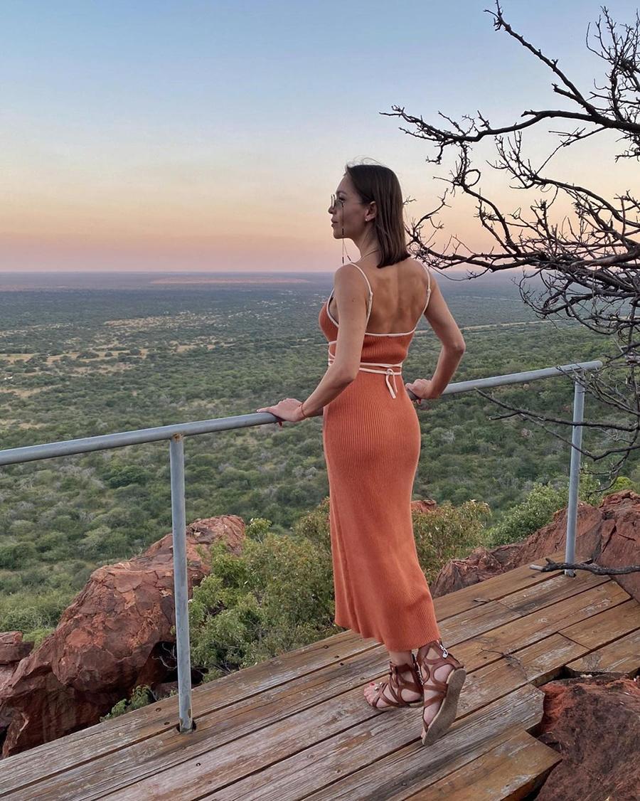 самые модные платья комбинации в бельевом стиле украинские бренды лето 2021 миди трикотажное сарафан красное коралловое