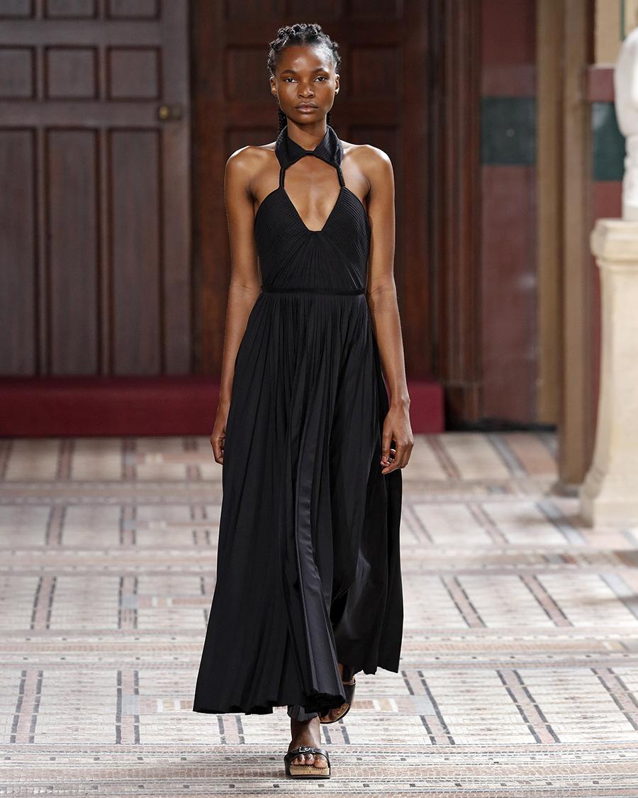 модный сарафан халтер лето 2021 тренды что купить в жару черный макси длинный