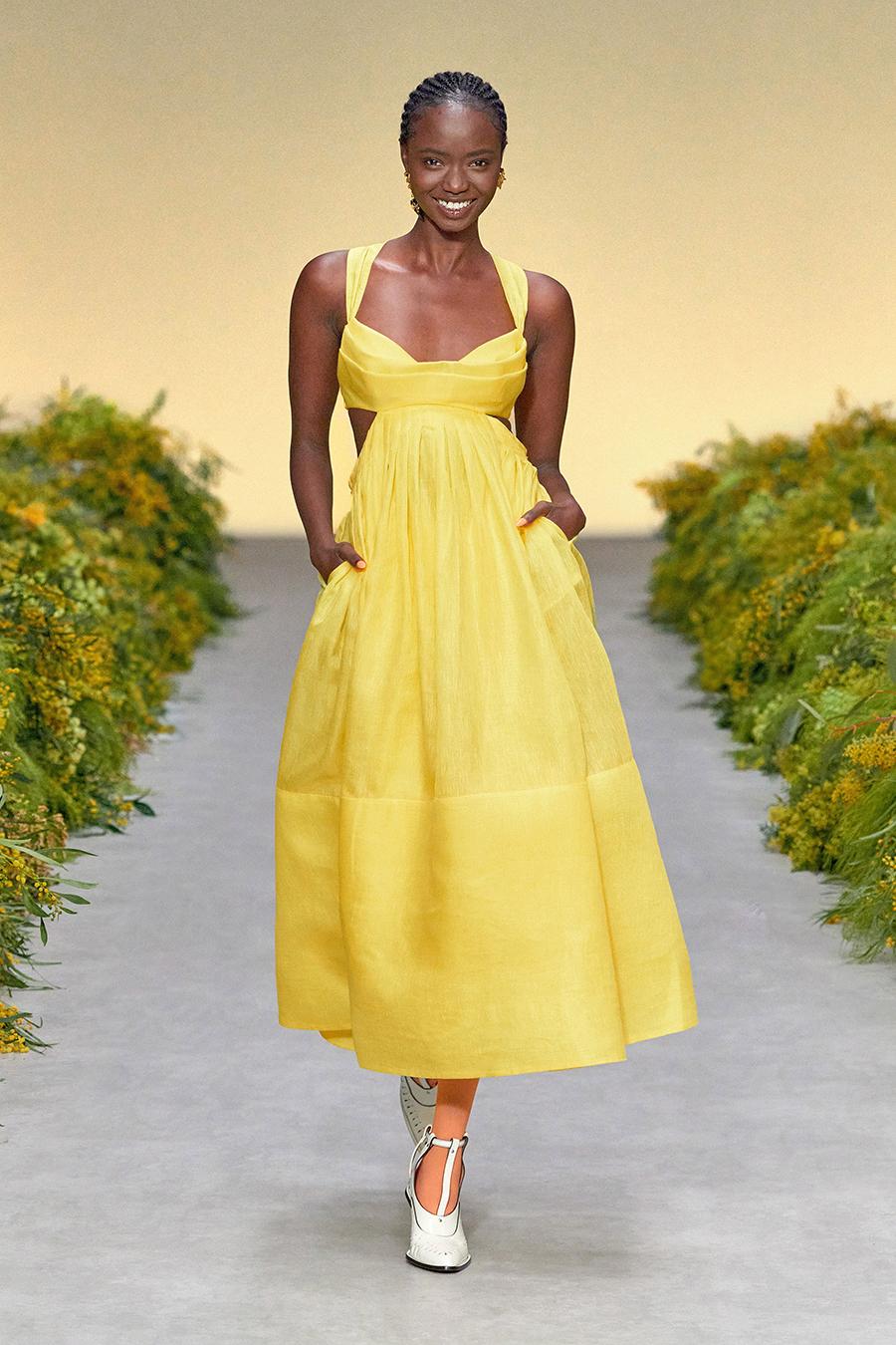 модный сарафан лето 2021 тренды что купить в жару миди желтый с вырезами