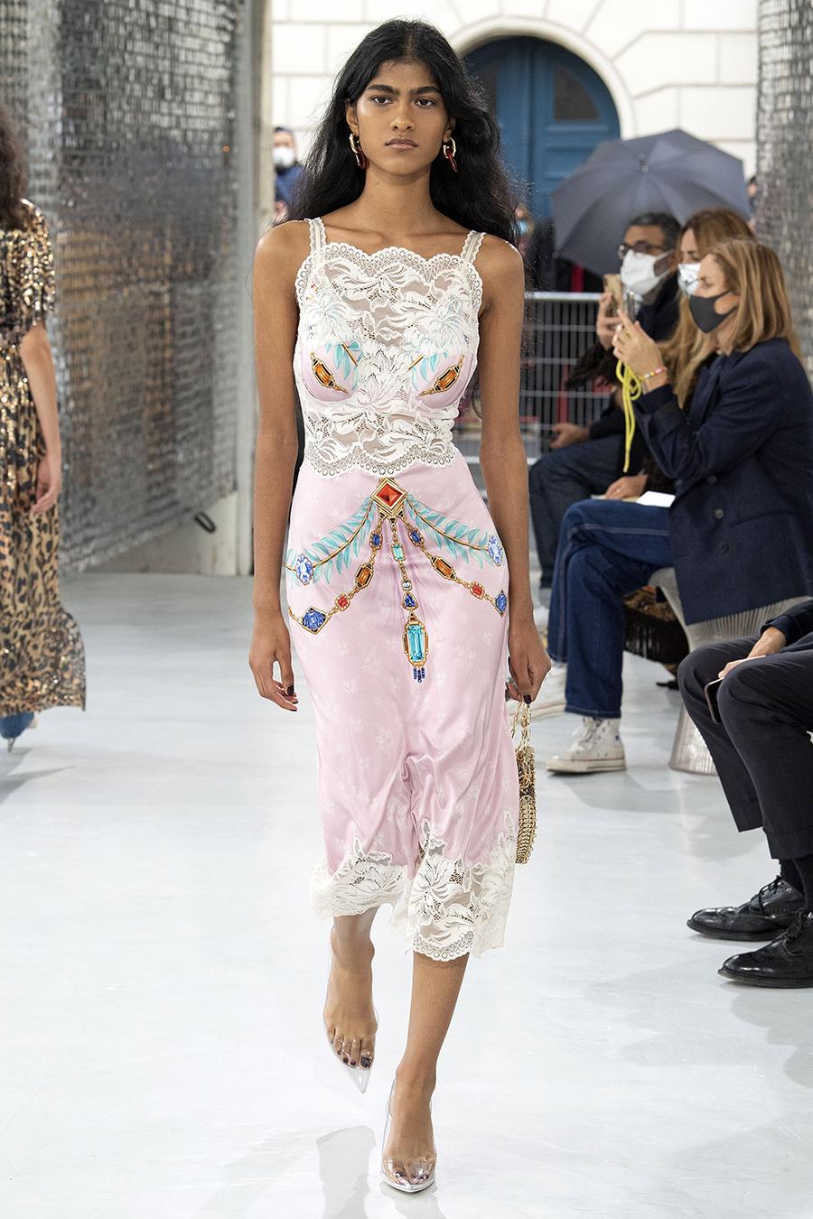 модный сарафан в бельевом стиле комбинация лето 2021 тренды что купить в жарурозовый белый цветы кружево миди