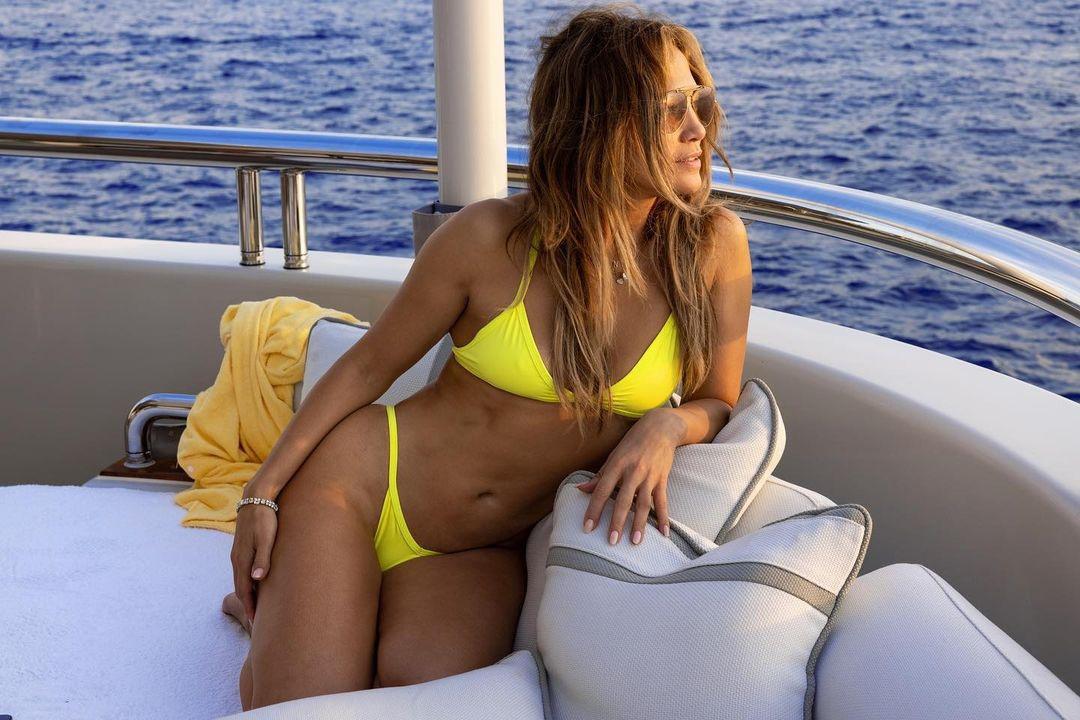 модный купальник лето 2021 бикини раздельный желтый
