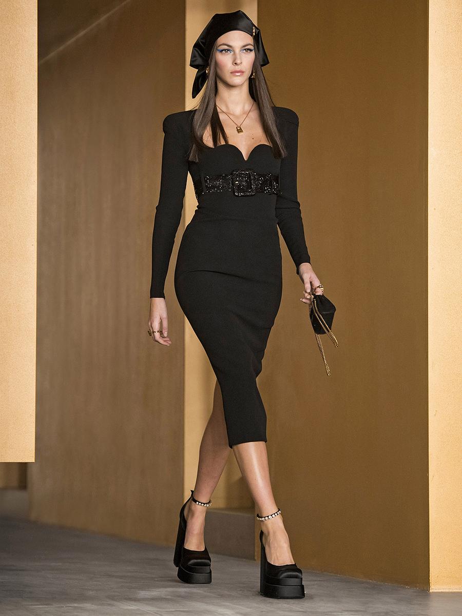 самые модные платья осень зима 2021 2022 вырез декольте квадратное черное миди