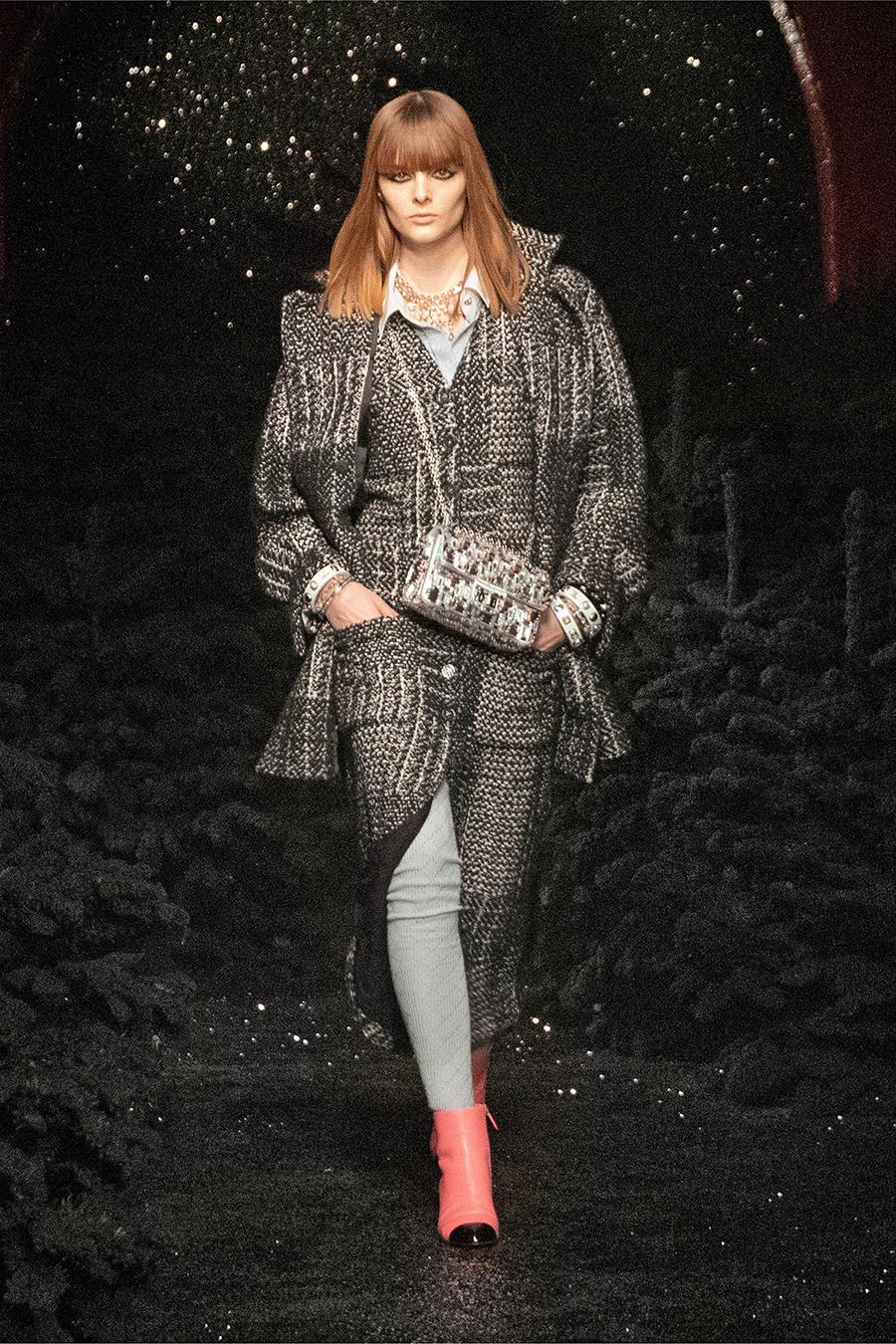 самые модные платья осень зима 2021 2022 твидовое из твида серое