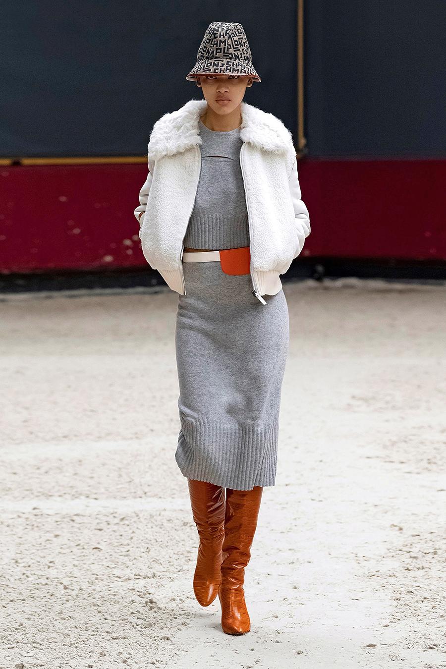 самые модные платья осень зима 2021 2022 трикотажное вязаное длинное миди серое
