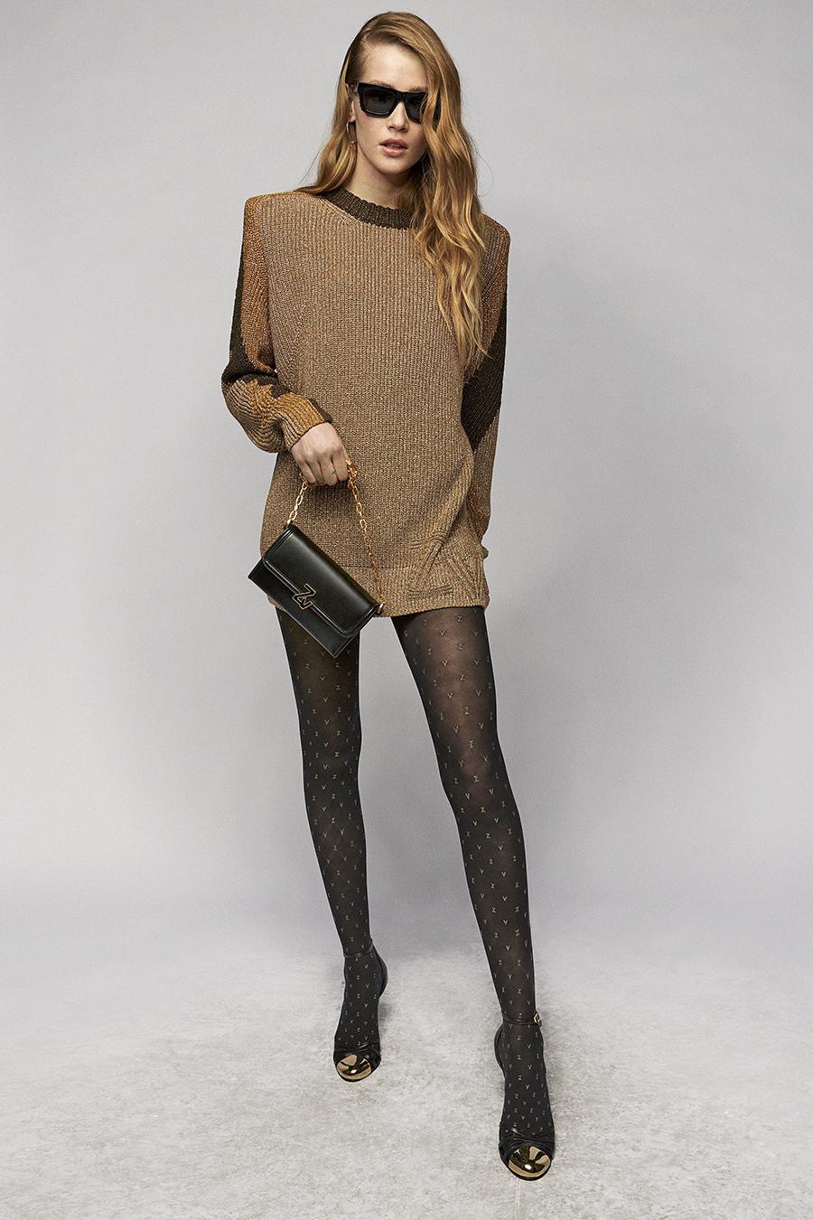 самые модные платья осень зима 2021 2022 трикотажное вязаное платье-свитер коричневое короткое мини