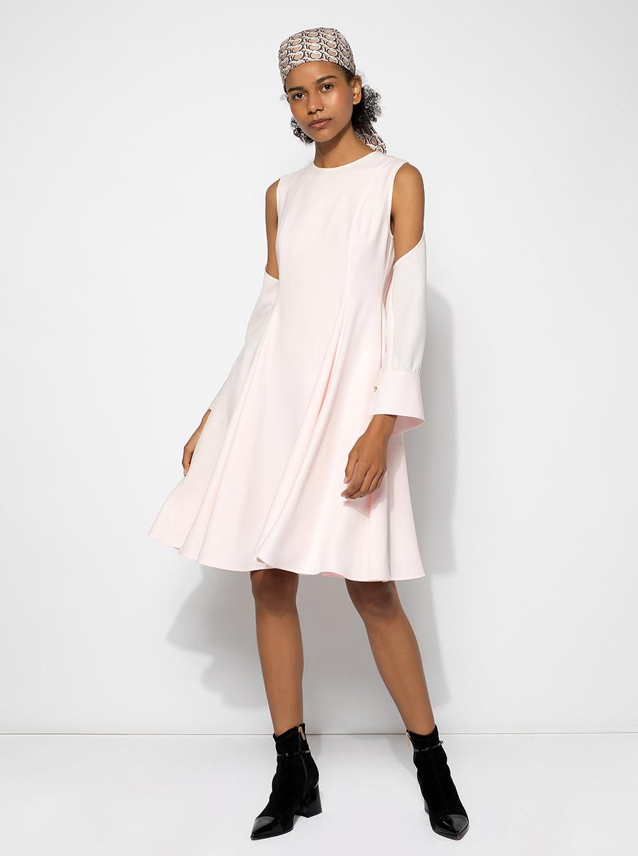 самые модные платья осень зима 2021 2022 с вырезами миди мини розовое белое