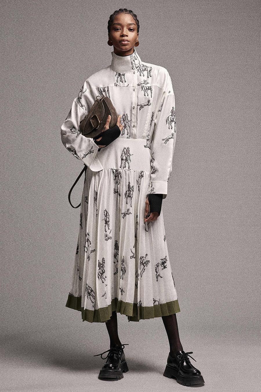 самые модные платья осень зима 2021 2022 плиссировка белое принт