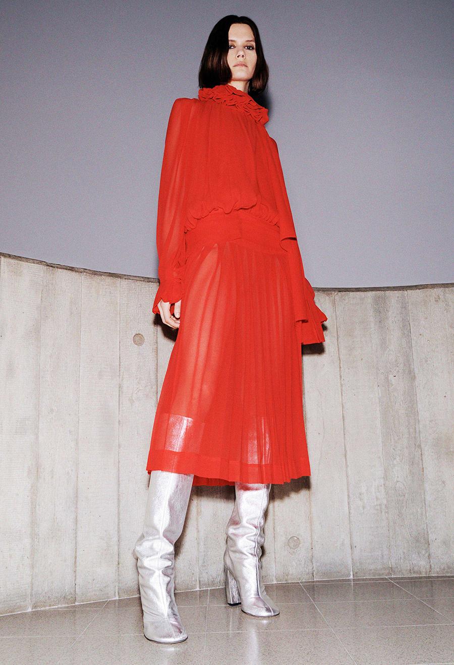 самые модные платья осень зима 2021 2022 прозрачное красное миди