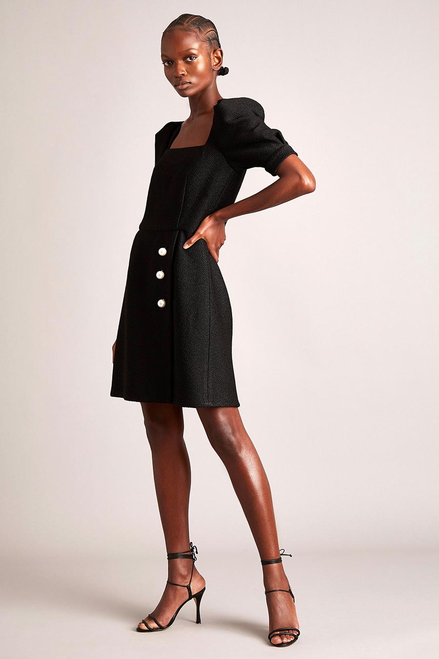 самые модные платья осень зима 2021 2022 вырез декольте квадратное черное мини